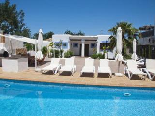 ACOGEDORA VILLA IBICENCA EN SAN RAFAEL DE SA CREU, Ibiza