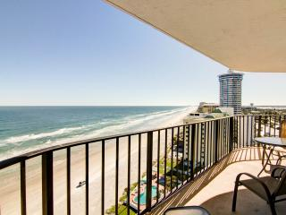 Updated Beach Condo-Jacuzzi & Balcony w/Ocean View
