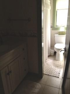 Bathroom on 1st Floor with Tub/Shower combo