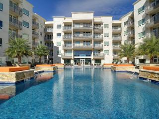 NEW LUXURY CONDO, 2 BDR; 6 SLEEP  CANTERA , AT RIM, San Antonio