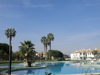 Bungalow con piscina y solarium, Torrevieja