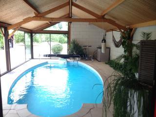 B&B 2 Chambres communicantes, piscine couverte 28°, Saumur