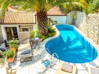 Villa Bellagio: Luxurious villa with private pool!, Mokosica