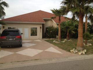 Sandy Lane Getaway! -- Six Seat Golf Cart Included, Port Aransas