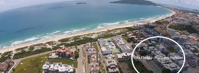 >air view of the flat location; >vista aérea da localização do depto. >mirador aereo del  complexo