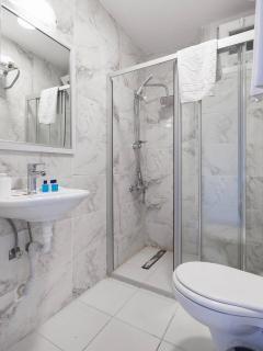 Bathroom / Banyo