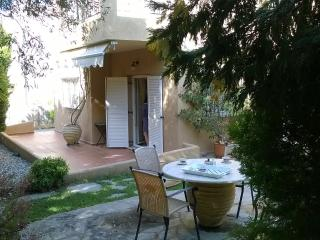 Villa Sofi Dream , near the beach and the center ., Saronida