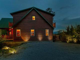 Stunning Luxurious cabin on 15 acres! MTN Views!, Sevierville