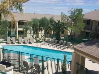 Fully Equipped Condo, perfect for your stay in PHX, Phoenix