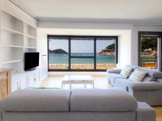 Exclusive 1st line in Concha beach + PARKING+WIFI, San Sebastian - Donostia