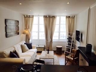 Fabulous apartment in Dinan Historic centre (A011)