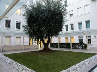 MODERN AND CONFORTABLE APARTMENT IN DUOMO DISTRICT, Mailand