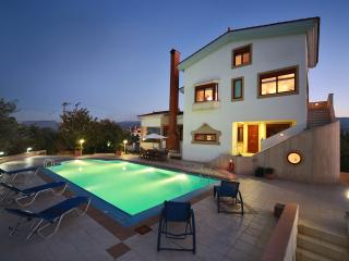 Villa with pool in Chania, Crete, Perivolia