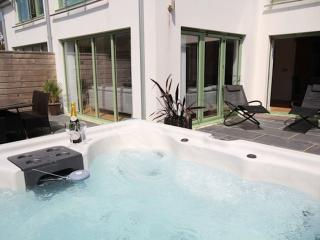 2 POINT VIEW / Close to Beach / Private Hot Tub, Croyde