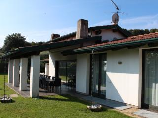 HUGE VILLA BY THE LAKE GARDA.Sleeps 21 PRVATE POOL