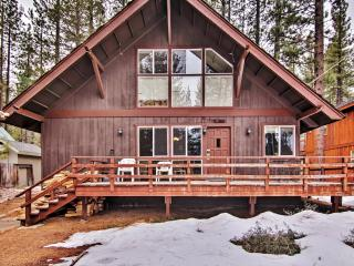 Superb 2BR + Loft South Lake Tahoe Home w/Wifi, Wood Burning Fireplace, Front/Back Decks & Open Forest Views - Minutes to Ski Resorts, Beaches, Golf, Casinos & More!