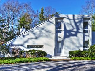 New Listing! Contemporary 3BR East Hampton House w/Wifi, Multiple Balconies & Private Outdoor Pool - On a Beautifully Landscaped 1-Acre Plot of Land! 10 Minutes from Main Beach!