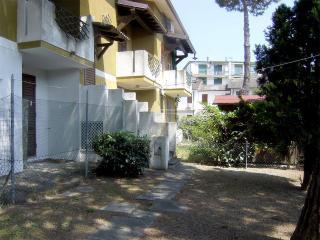 Villetta verticale con giardino in zona mare