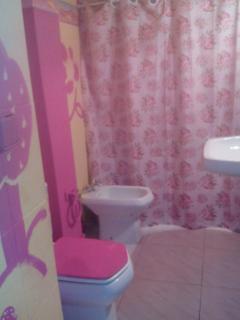 Baño 2, completo con bañera.
