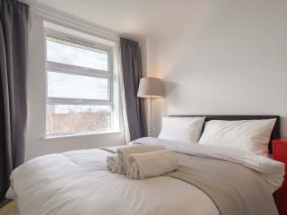Stunning 2 Bed/ 2 Bath Apartment Near Tower Bridge, London