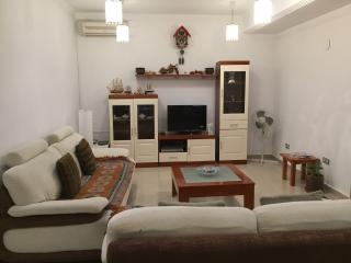 VILLA GANESH BIG HOUSE WI FI PEACEFUL HEATED POOL, Playa Blanca