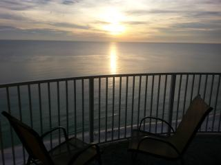 BEST RATES! WHY PAY TWICE AS MUCH?   SLEEPS 8, Panama City Beach