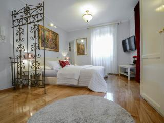VILLA OLIVIA - Old Town Red studio