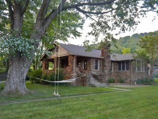Beekeeper Cottage. See our 5 star reviews on VRBO, Swannanoa