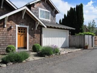 "Waterfront ""Columbia Gorge River House""! Stunning Views & Private Water Access!"