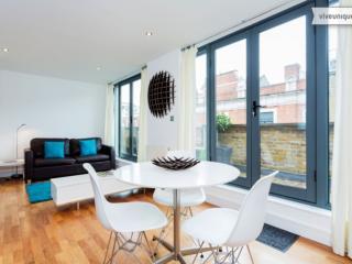 Luxury Loft 2 bed 2 bath, Oxford Street in 20 minutes, London