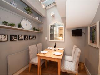 Chelsea Townhouse, Charles II Place, just off King's Road, London