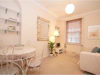 Veeve - Petite Pimlico