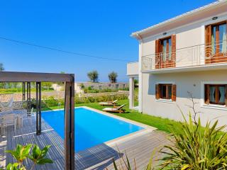 Aeriko -Anemos Beachfront Villa with private pool
