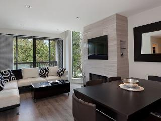 Gables 25 | 2 Bed + Den Townhome, Parking, Short Walk to Both Mountains, Whistler