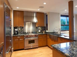 Whistler Platinum   Fitzsimmons Walk 31 - 4 Bed Luxury Townhome, Hot Tub