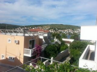 TH01881 Apartments Miso / Two bedrooms A2, Okrug Gornji