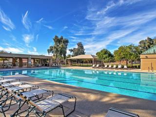 3BR Phoenix House w/Community Pool & Hot Tub!