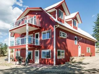 New Listing! Charming 1BR Davenport Apartment in Barn-Style House w/Gas Grill, Covered Patio & Spectacular Views - Close to Roosevelt Lake, Sherman Mountain Range, Canadian Border & More!