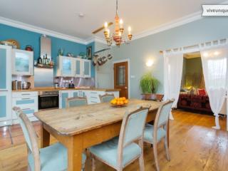 A quirky three-bedroom house in trendy Dalston., Londen