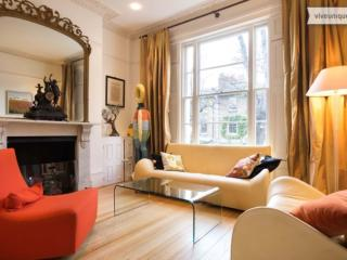 Stylish 2 Bedroom Apartment at Victoria Park, Londen