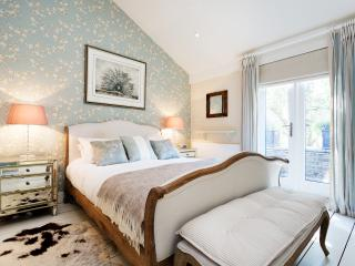 A magnificent two-bedroom mews house on Celbridge mews., London