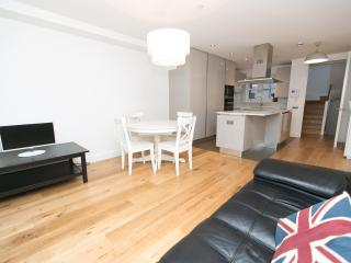 Covent Garden Three Bedroom Apartment in West End, London