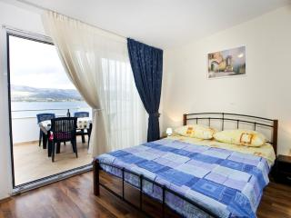 TH01913 Apartments Ana/ Two Bedrooms Apartment A5, Trogir