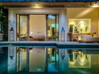 SUNGAI GOLD BALI: 5-star luxury fully-staffed 1-3 bedroom exclusive-use villa