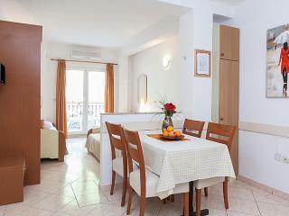 TH03446 Apartments Nela/Studio Apartment E, Tucepi