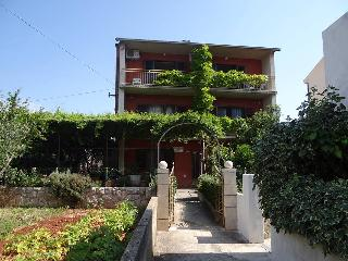 TH01915 Apartments Srhoj / One bedroom Pharos A2, Stari Grad