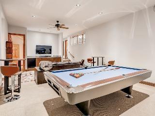 Spacious 5 bedroom, 4.5 bath home in Arrowhead, shuttle ride from slopes - The Ridgeside Retreat, Edwards