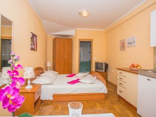 TH00725 Apartments Mara / A1 Studio, Makarska