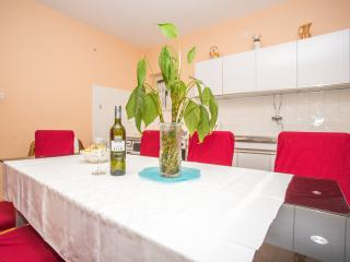 TH00748 Apartments Nuic / Family four bedroom apartment A1, Makarska