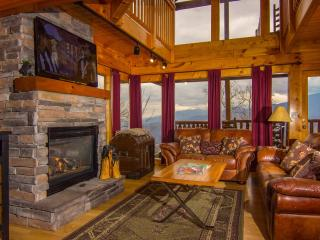 360* VIEWS; 3 Master  3.5 Bath; Wifi; Pool; Luxury, Gatlinburg